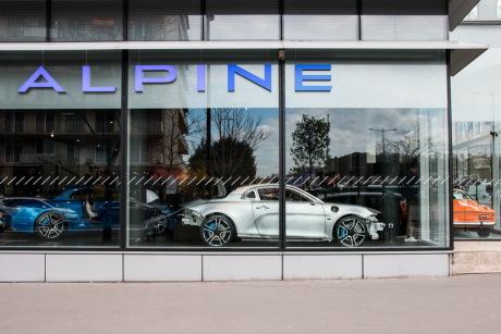 alpine a110 la carte et les adresses des 19 distributeurs alpine l 39 argus. Black Bedroom Furniture Sets. Home Design Ideas