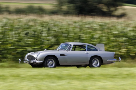 Aston Martin DB5 James Bond couleur grise vue avant