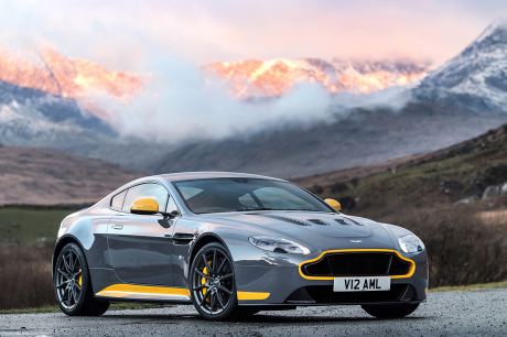 aston martin la nouvelle v8 vantage s 39 chauffe sur le ring l 39 argus. Black Bedroom Furniture Sets. Home Design Ideas