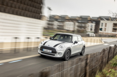 Our mini-test with 5 doors: 136 hp Cooper version, Steptronic box and chili pack. Price: 28 200 €.