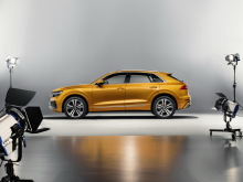 Audi Q8 orange 2018 vue de profil