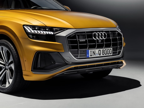 Audi Q8 orange 2018 vue avant calandre octogonale