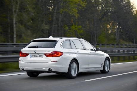 BMW 520d Touring : action travelling AR droit