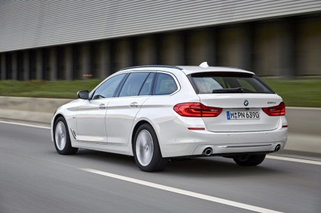 BMW 520d Touring : action travelling AR gauche