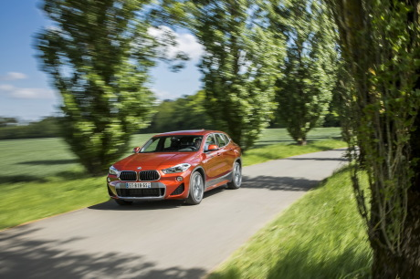 BMW X2 2018 M Sport orange action avant