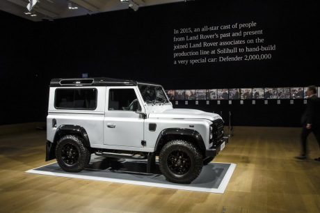 defender le dernier land rover defender adjug 549 000 euros l 39 argus. Black Bedroom Furniture Sets. Home Design Ideas