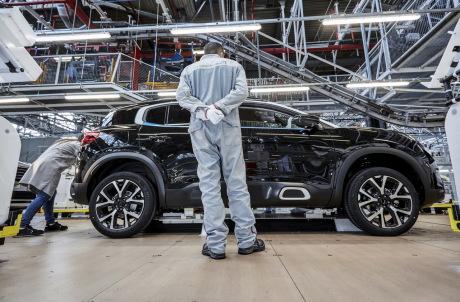 Le Citroën C5 Aircross est produit et testé dans l'usine PSA de Rennes. Son lancement est programmé pour janvier 2019.