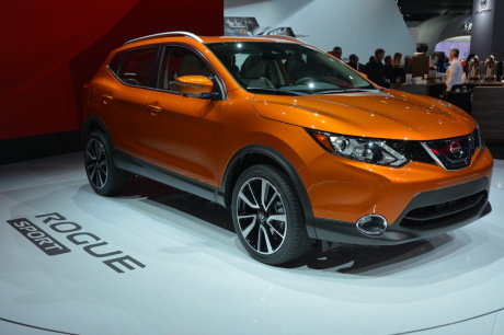Nissan Rogue Sport vue avant couleur orange