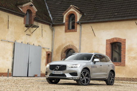 essai comparatif le ds7 crossback d fie le volvo xc60 l 39 argus. Black Bedroom Furniture Sets. Home Design Ideas