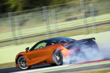 McLaren 720S orange drift dérive glisse