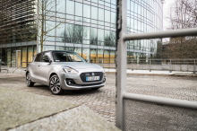 Suzuki Swift statique avant droit