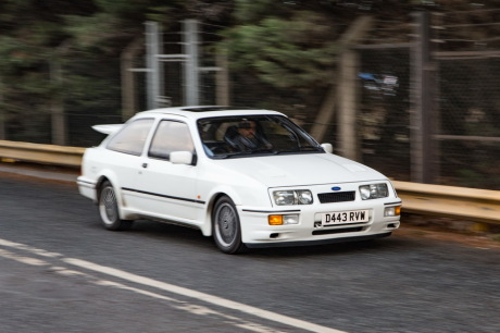 3/4 avant Ford Sierra RS Cosworth blanche