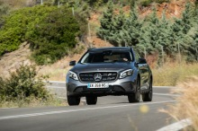 Mercedes GLA restylé : action travelling AR gauche