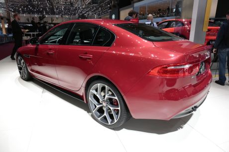 jaguar xe 2017 du nouveau en essence et en diesel l 39 argus. Black Bedroom Furniture Sets. Home Design Ideas