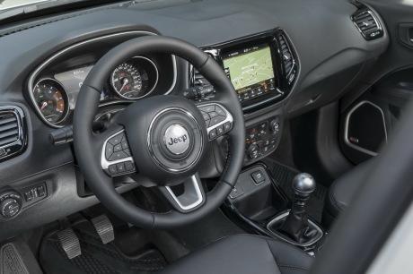 essai jeep compass 2017 le test du nouveau compass diesel l 39 argus. Black Bedroom Furniture Sets. Home Design Ideas