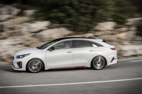 Action left right plan closely Kia Proceed 1.6 T-GDi GT