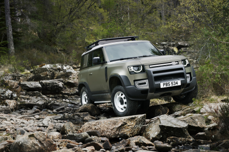 new official camouflage photo of the Land Rover Defender in the mud