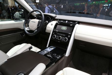 land rover discovery 2017 les photos et les infos. Black Bedroom Furniture Sets. Home Design Ideas