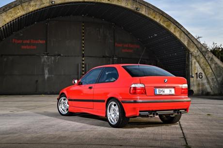 BMW M3 Compact trasero izquierdo