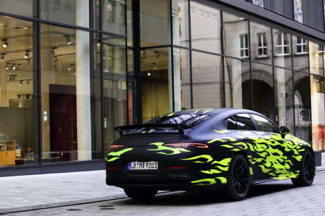 Mercedes AMG-GT 4 camouflage fluo