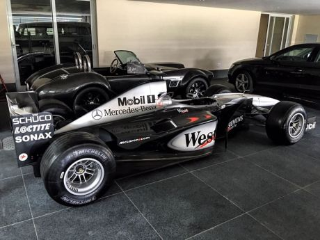 une formule 1 mclaren en vente sur ebay l 39 argus. Black Bedroom Furniture Sets. Home Design Ideas