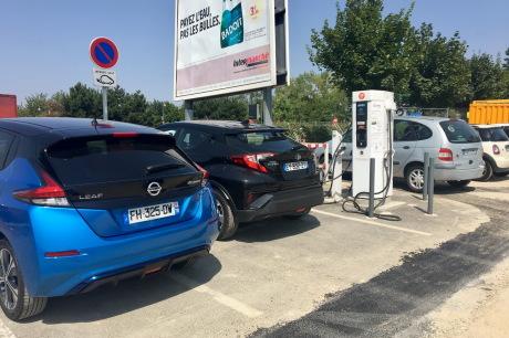 Un automobiliste sur une place de recharge II - Page 8 Txt_nissan-leaf-e-2019-15