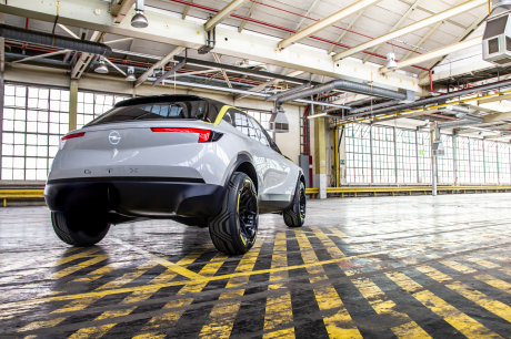 Opel GT X Experimental concept-car electric SUV rear view