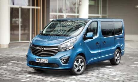 Opel vivaro tourer 2015 photos et d tails du vivaro for Interieur opel vivaro