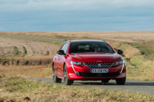 Peugeot 508 SW rouge action de face