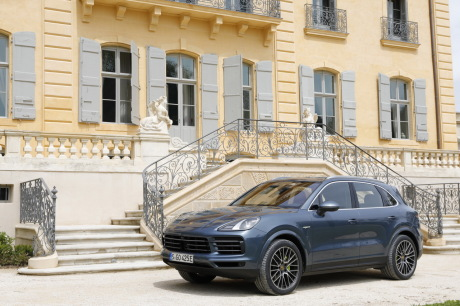 prix et quipements porsche cayenne e hybrid l 39 argus. Black Bedroom Furniture Sets. Home Design Ideas