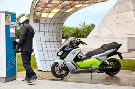 le scooter bmw c evolution se d double l 39 argus. Black Bedroom Furniture Sets. Home Design Ideas