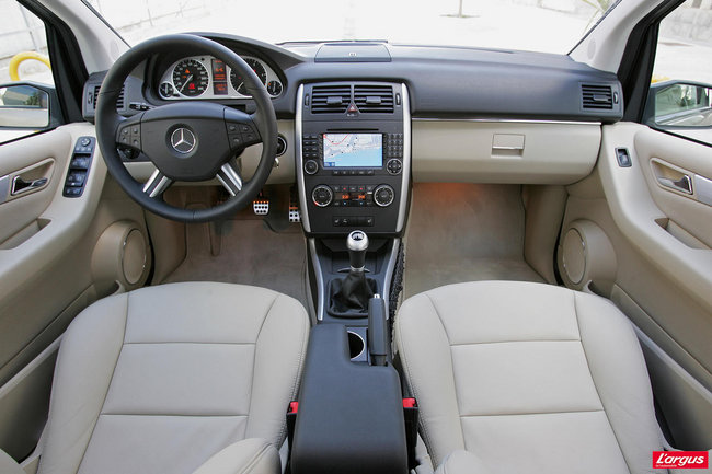 Mercedes benz classe b i t245 au volant for Interieur mercedes classe b