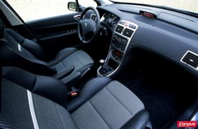 peugeot 307 au volant. Black Bedroom Furniture Sets. Home Design Ideas