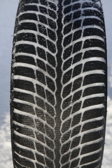 Test pneus hiver   le Goodyear UltraGrip Performance face à ses ... 61b17c58c988