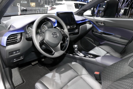 Toyota c hr dernier salon avant commercialisation l for Toyota chr interieur