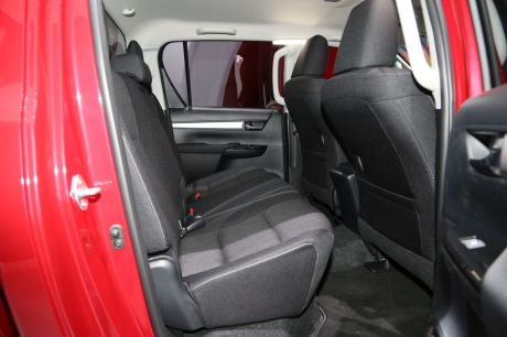 prix toyota hilux 2016 des tarifs partir de 19 300 euros ht l 39 argus. Black Bedroom Furniture Sets. Home Design Ideas