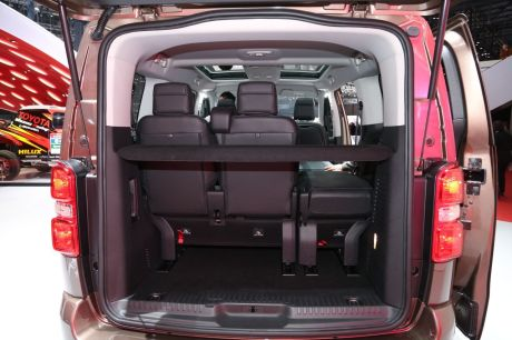toyota proace verso 2016 la passion du transport de troupes l 39 argus. Black Bedroom Furniture Sets. Home Design Ideas