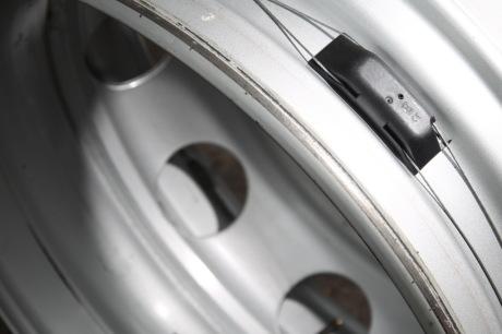 a la toussaint contr le de pression des pneus obligatoire. Black Bedroom Furniture Sets. Home Design Ideas