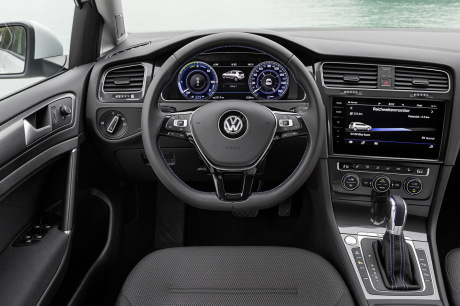 volkswagen e golf 2017 la golf lectrique gagne 50 d 39 autonomie l 39 argus. Black Bedroom Furniture Sets. Home Design Ideas
