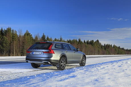 Volvo V90 Cross Country Luxe 2017 gris arrière droit