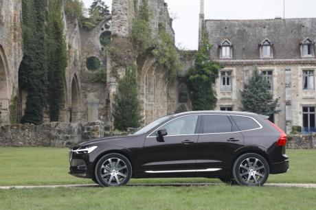 Volvo XC60 2017 vue de profil marron