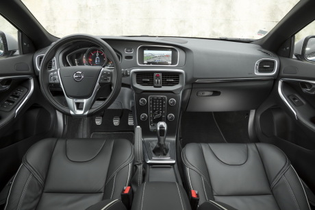 essai volvo v40 d3 r design 2016 le test de la v40 restyl e l 39 argus. Black Bedroom Furniture Sets. Home Design Ideas