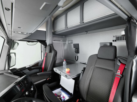 une cabine maxispace chez renault trucks l 39 argus. Black Bedroom Furniture Sets. Home Design Ideas