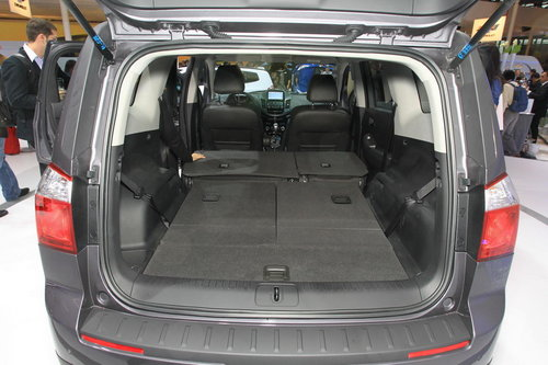 chevrolet orlando un grand sc nic prix d 39 ami salon de l 39 auto 2010. Black Bedroom Furniture Sets. Home Design Ideas