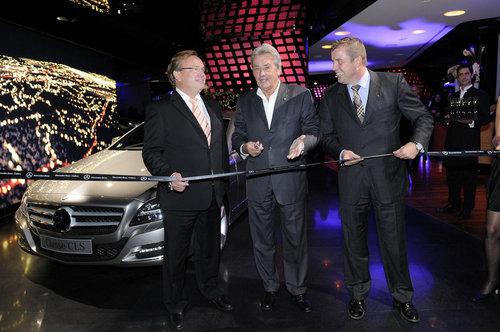 Alain Delon inaugure la Mercedes-Benz Gallery V_180874i