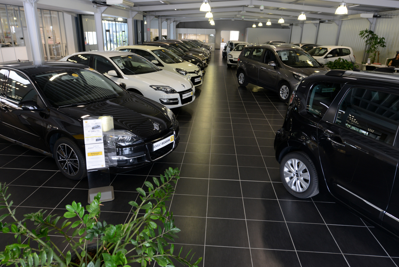 les particuliers tirent les ventes de voitures neuves vers le bas l 39 argus. Black Bedroom Furniture Sets. Home Design Ideas