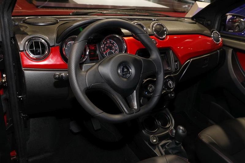 Les voitures sans permis jouent aux grandes au mondial de for Grand interieur rouge