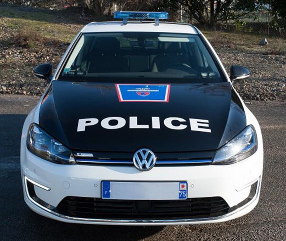 des volkswagen e golf pour la pr fecture de police de paris photo 2 l 39 argus. Black Bedroom Furniture Sets. Home Design Ideas