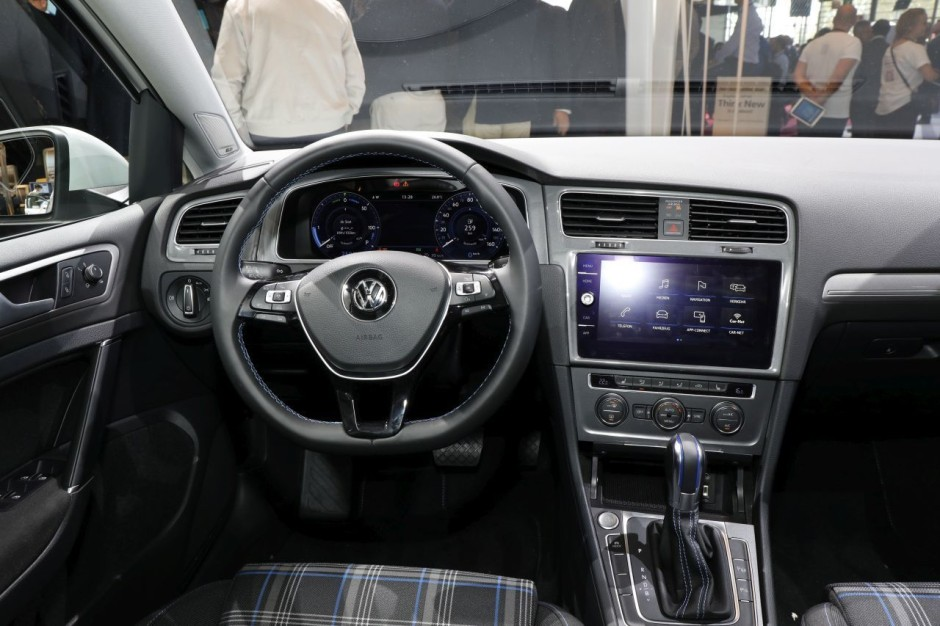 La volkswagen golf 7 restyl e 2017 pr sent e d but for Interieur golf 7