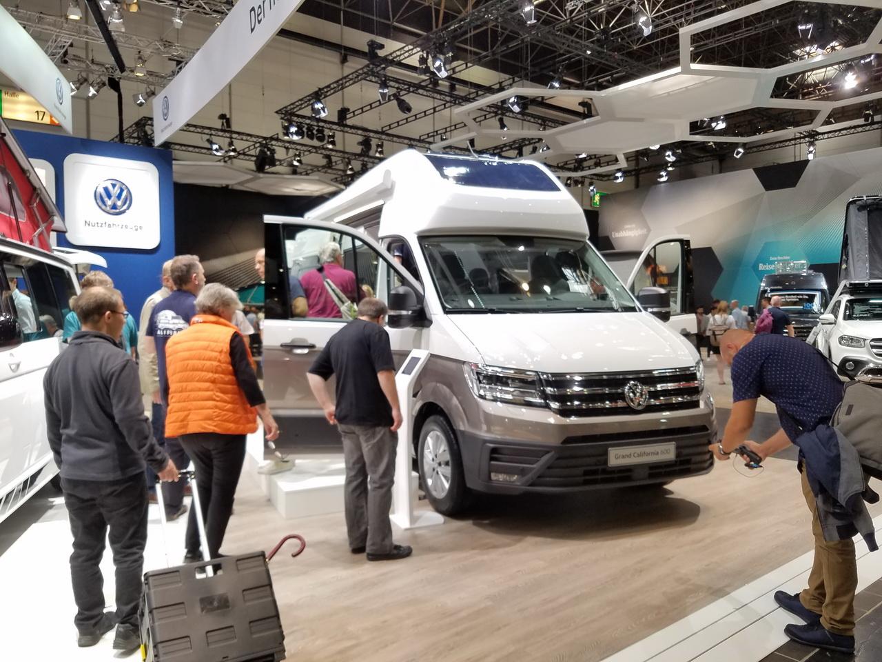 Volkswagen Grand California : visite guidée en vidéo - L'argus
